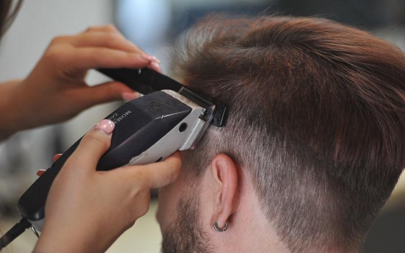 Сухая мойка головы в парикмахерской